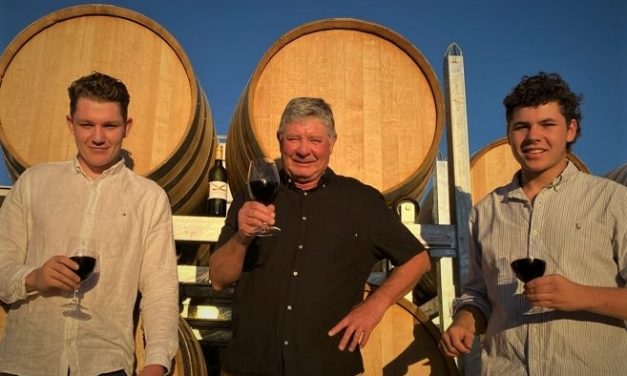"""Our wine of the week from Kardinia – """"broodingly dark red in the glass with flashes of purple"""""""
