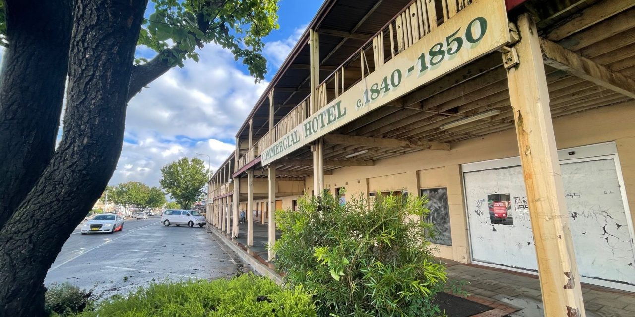 Council inspects Commercial Hotel